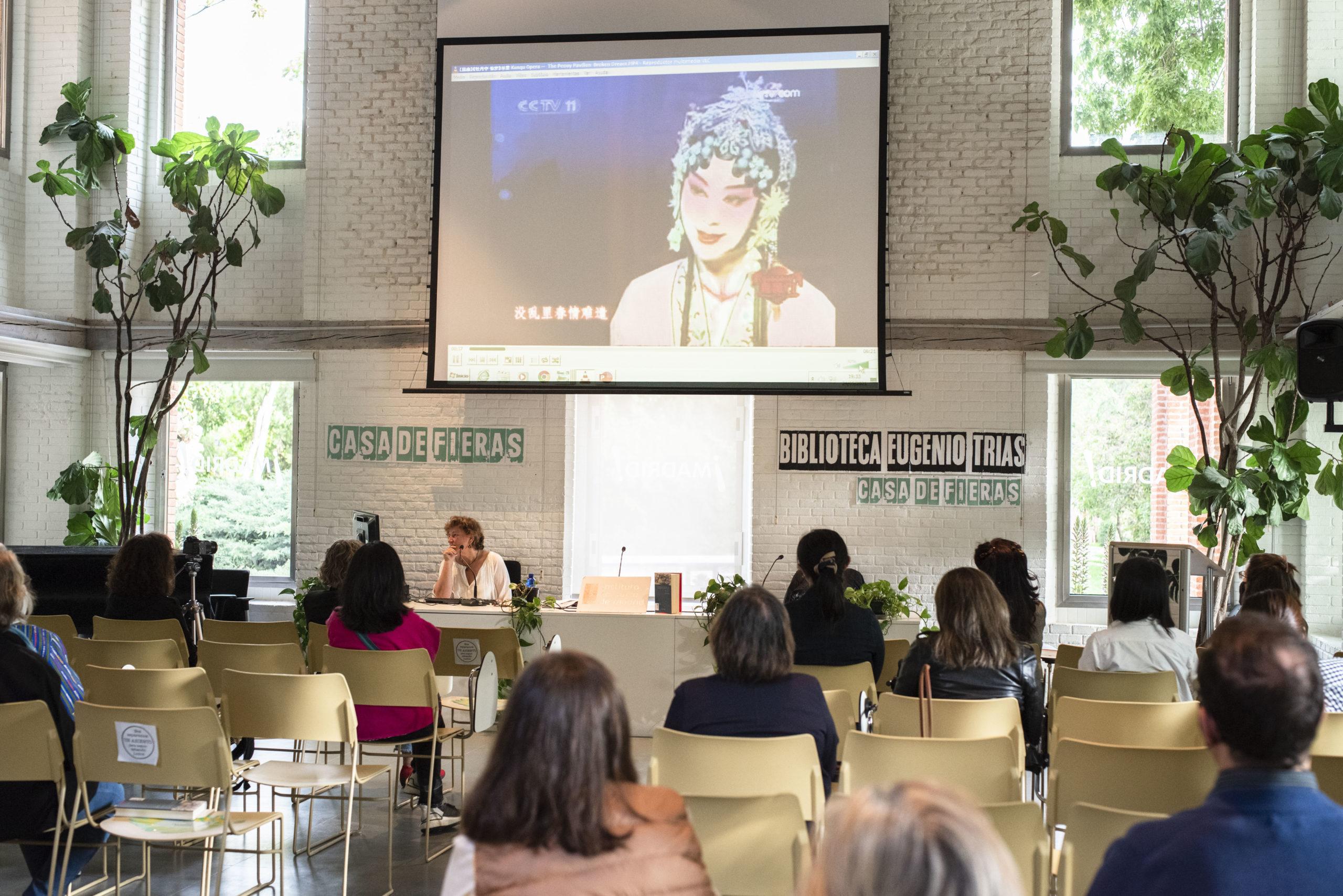 Alicia Relinque en Club de Lectura Léete China